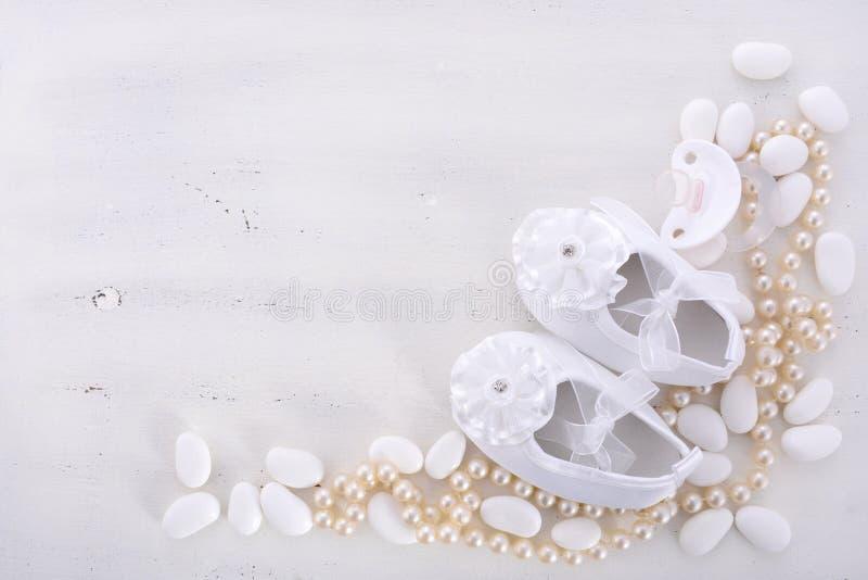 De neutrale witte achtergrond van de babydouche stock afbeeldingen