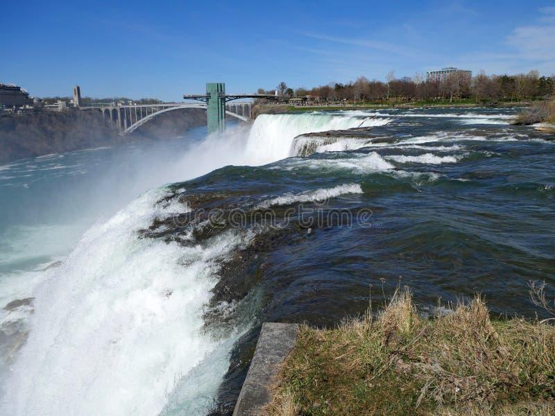 De Niagaradalingen, sluiten omhoog mening van de rand van de waterval royalty-vrije stock afbeelding