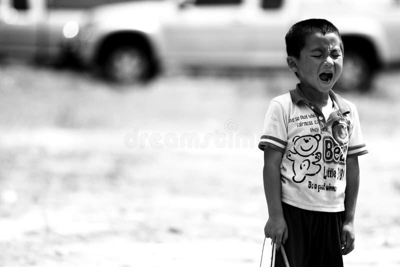De niet geïdentificeerde stammenkinderen willen onderwijskans stock afbeelding