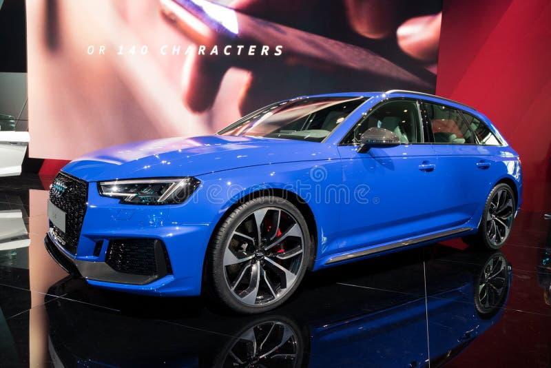 De nieuwe auto van Audi RS4 Avant stock foto's