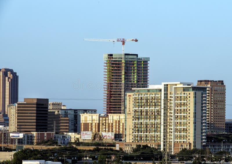 De nieuwe bouw in aanbouw, de horizon van Dallas stock foto