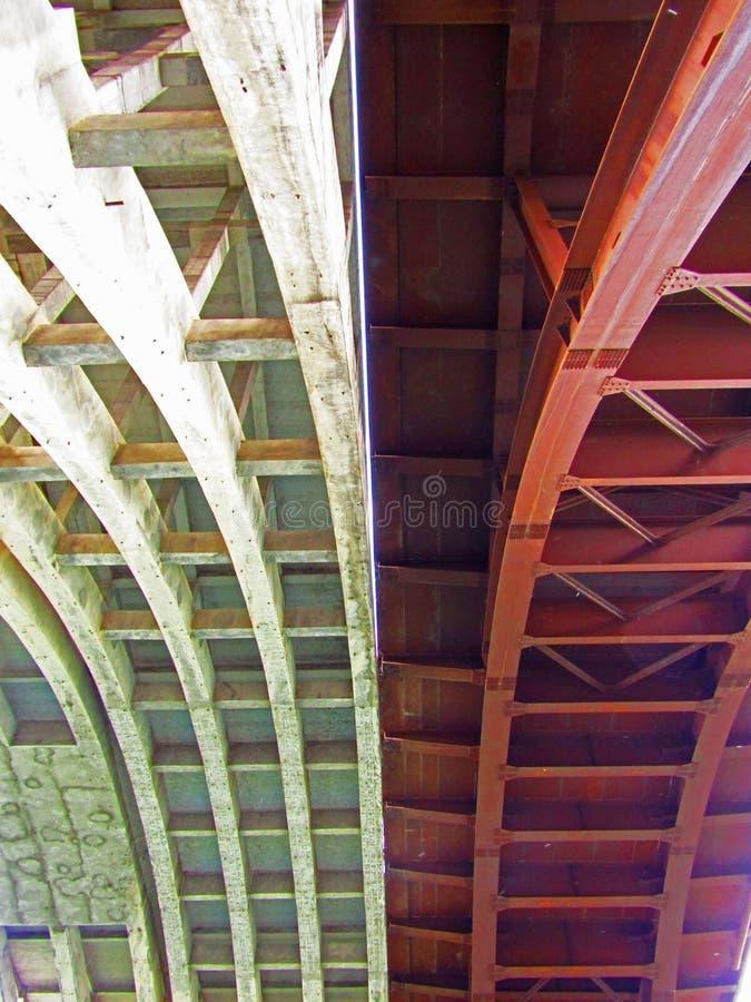 De nieuwe en oude brug Trezzo sull ` Adda stock foto