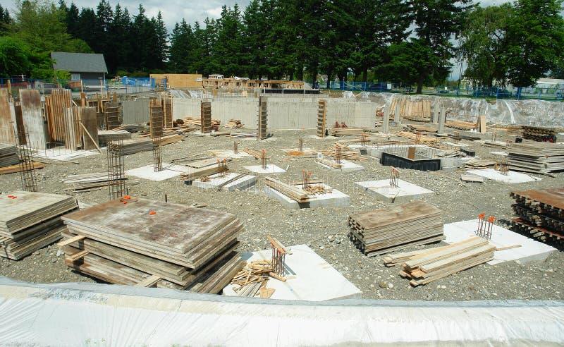 De Nieuwe Flatgebouwen met koopflats van de Bouwwerf stock foto's