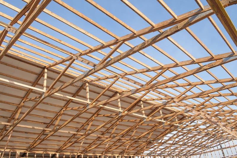 De nieuwe houten bouw van de kaderschuur stock afbeeldingen