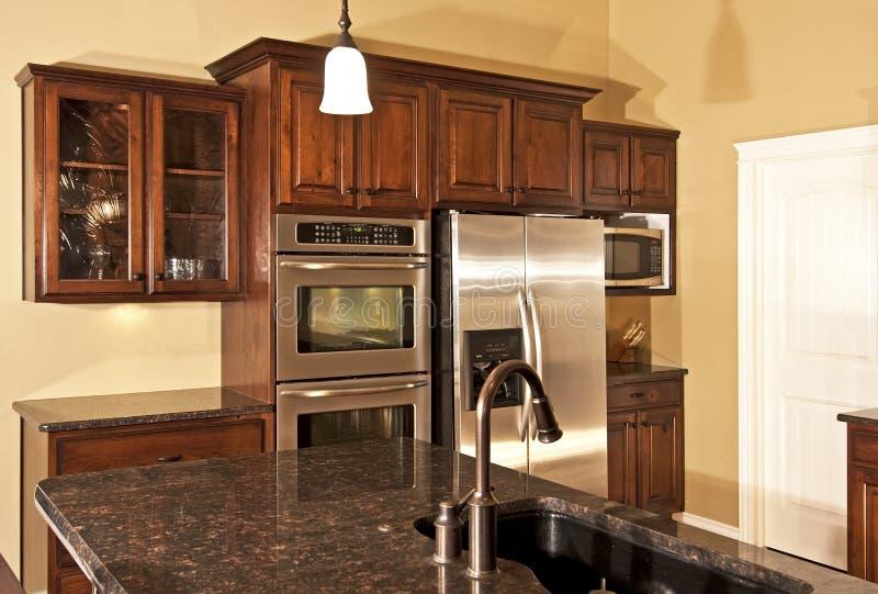 De nieuwe Moderne Keuken van het Huis stock fotografie