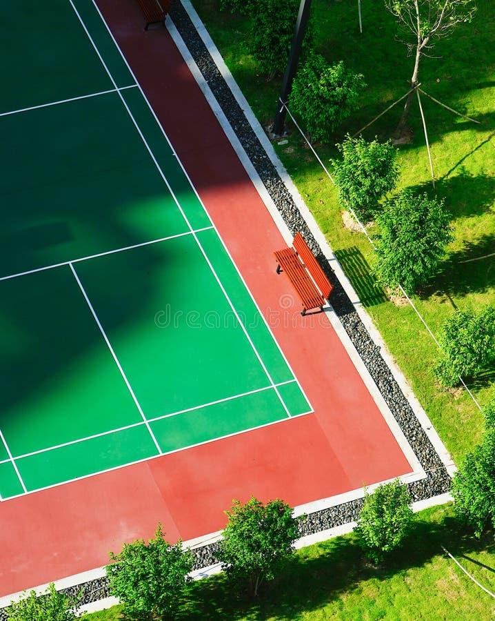 De Nieuwe Oppervlakte van de tennisbaan in openlucht royalty-vrije stock foto