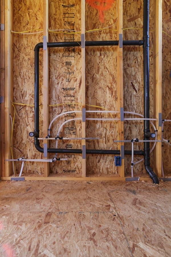 De nieuwe pijpen van de huisbouw en elektro, detail stock foto's