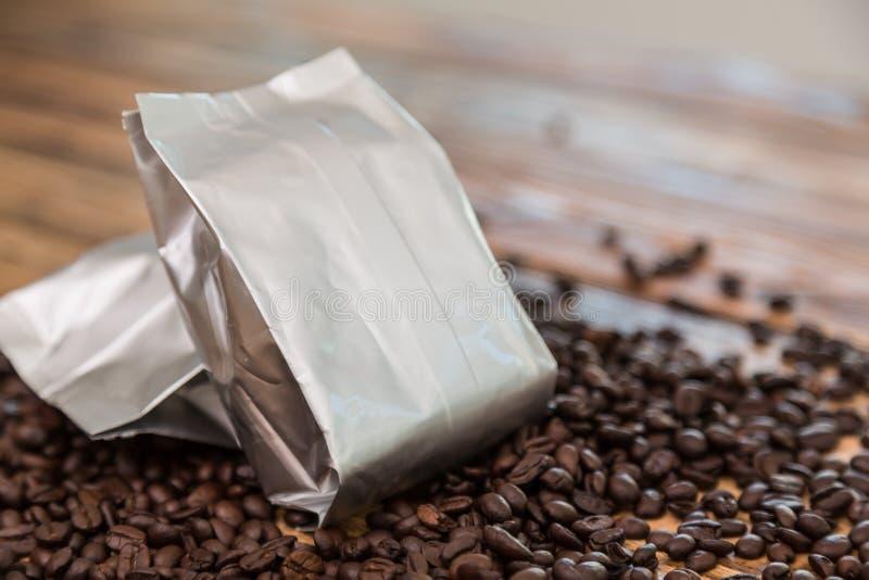 De nieuwe zak van de koffiefolie stock afbeeldingen