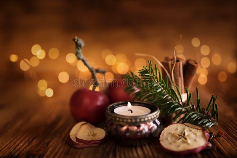 De Noël toujours la vie sur la table en bois image stock