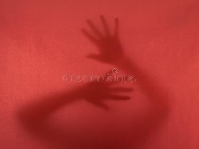 De noodkreet - vrouw, gevangengenomen handen -, worstelt te ontsnappen bedriegt royalty-vrije stock afbeelding