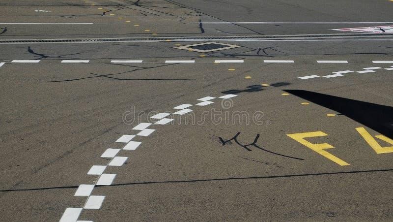 De noteringen van het luchthaventarmac stock afbeeldingen
