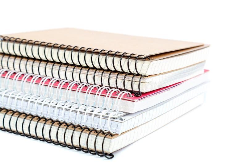 De notitieboekjes van de stapellente op witte achtergrond worden geïsoleerd die stock foto's