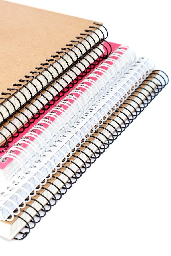 De notitieboekjes van de stapellente op witte achtergrond worden geïsoleerd die stock afbeeldingen