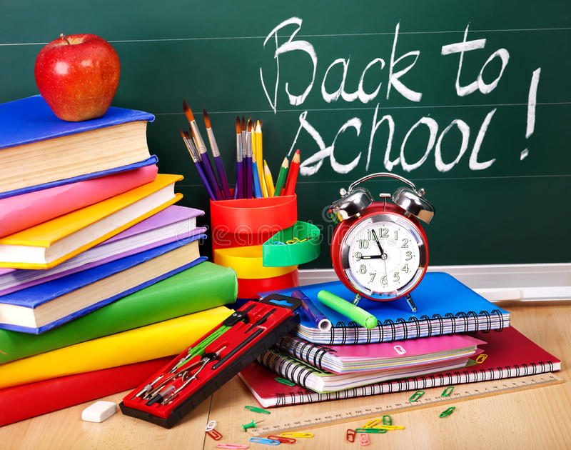De nouveau aux approvisionnements d'école. photographie stock libre de droits