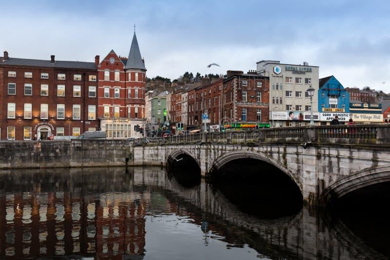 15 de novembro de 2017, cortiça, Irlanda - vista da ponte do ` s de St Patrick foto de stock