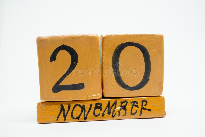 20 de novembro Dia 20 do mês, calendário de madeira feito a mão isolado no fundo branco mês do outono, dia do conceito do ano foto de stock royalty free