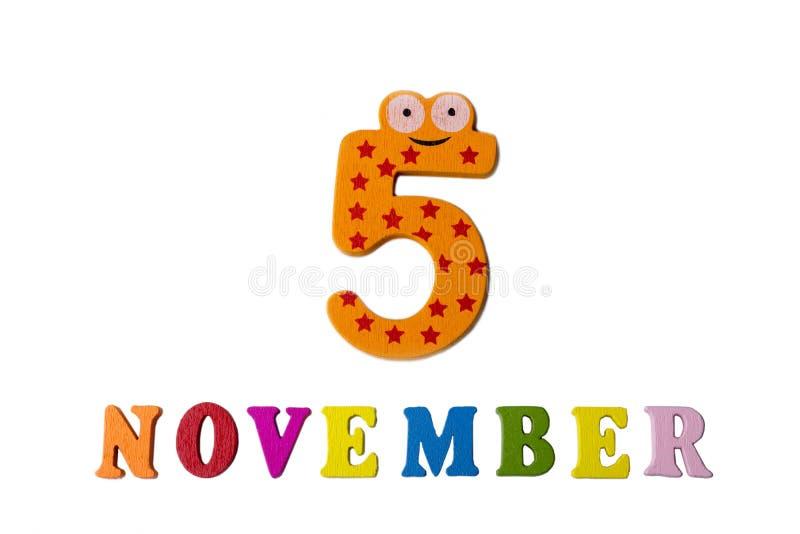 5 de novembro no fundo, nos números e nas letras brancos fotos de stock