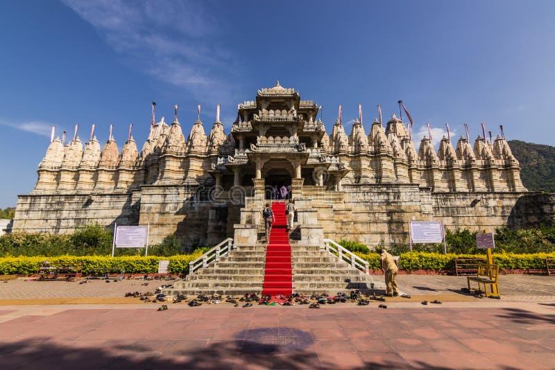 8 de noviembre de 2014: Entrada al templo Jain de Ranakpur, Indi fotografía de archivo libre de regalías