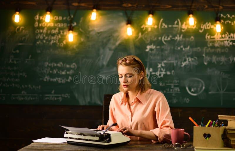 De nuevo a enseñar del escuela y casero Para inspiración que espera Educación de la literatura y de la gramática Nueva tecnología fotografía de archivo libre de regalías