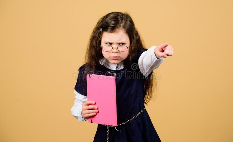 De nuevo a escuela D?a del conocimiento La tensión de la escuela causa ansiedad Serio sobre estudiar Estudio del niño Escuela ago fotos de archivo libres de regalías