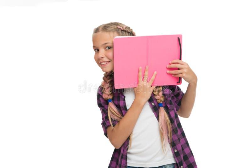 De nuevo a escuela lección de la literatura y de la escritura preparación del estudio colegiala con el cuaderno aislado en blanco foto de archivo
