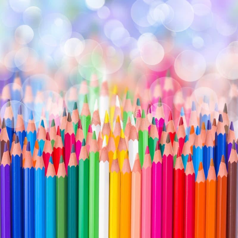 De nuevo a la frontera colorida de los lápices de la escuela imágenes de archivo libres de regalías