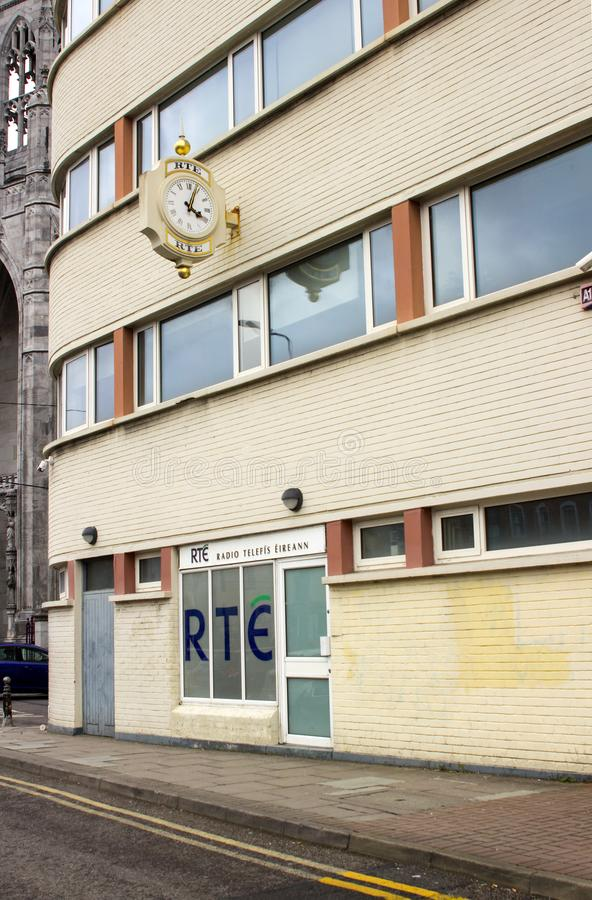 De nya högkvarteren av företaget för radioutsändning för radioTelefis Eireann Ireland ` s det nationella på fadern Mathew Quay, C arkivbilder