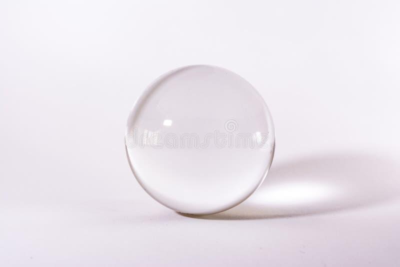 De Objecten van Crystal Glass Sphere Ball Transparent Wit Eenvoudig Licht Als achtergrond royalty-vrije stock foto