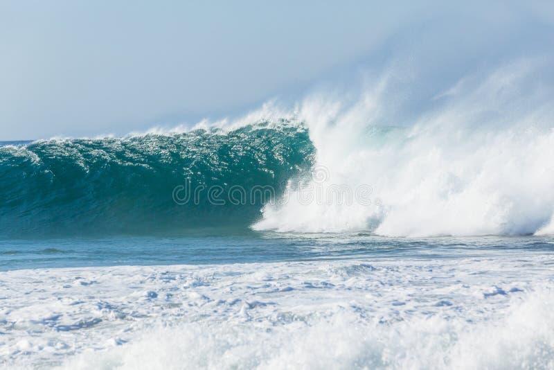 De oceaan Blauwe Nevel van de de Nevelwind van de Golfmuur stock afbeeldingen
