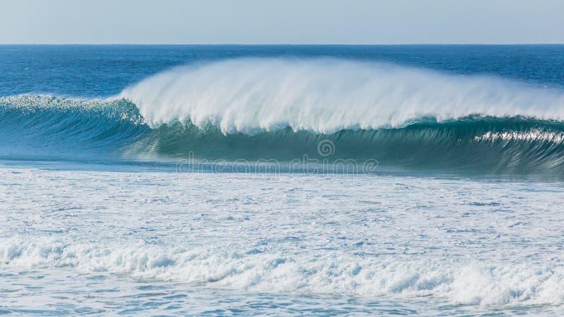 De oceaan Blauwe Nevel van de de Nevelwind van de Golfmuur royalty-vrije stock afbeeldingen