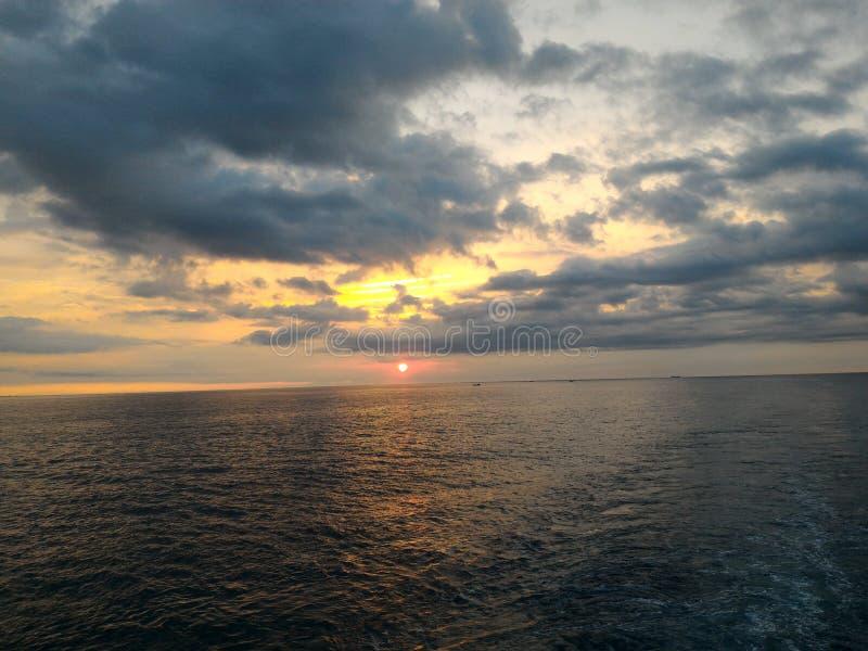 De ochtend geniet op zee van stock foto's