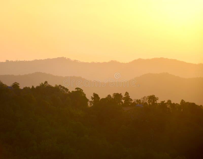 Download De ochtend van de berg stock foto. Afbeelding bestaande uit hemel - 29514114