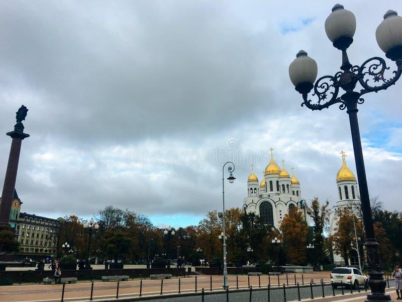 19 de octubre de 2017 Kaliningrado, cuadrado, iglesia, Cristo la catedral del salvador foto de archivo
