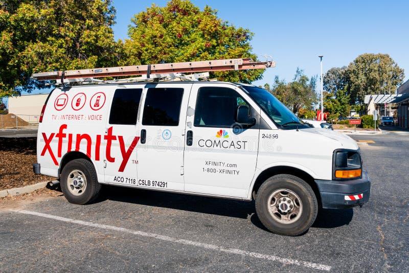 22 de octubre de 2019 Santa Clara / CA / USA - Comcast Cable / Servicio Xfinity detenido en un aparcamiento; Comcast es el hogar  foto de archivo libre de regalías
