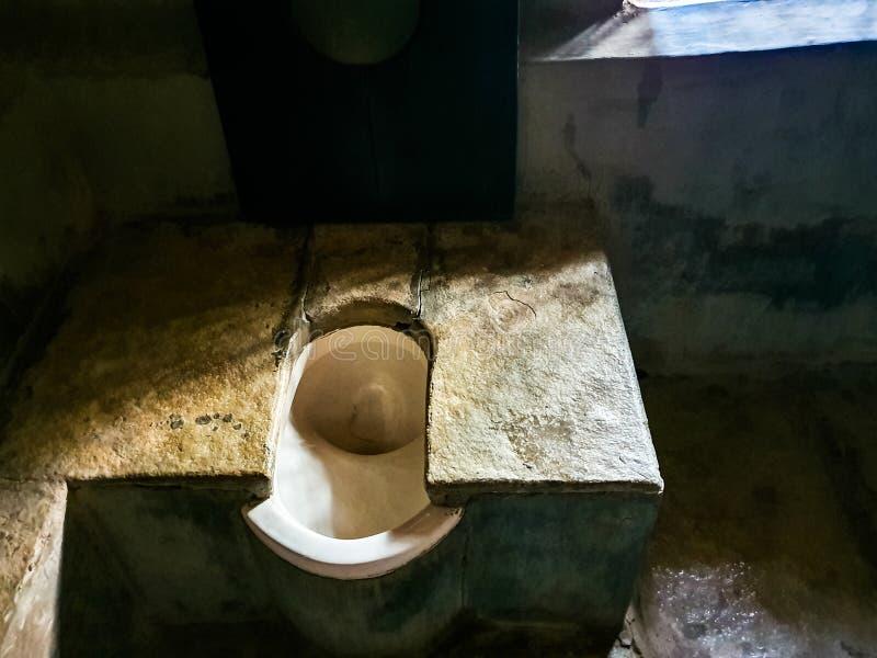 2 de octubre de 2019, Sevagram, India-View of the privy usada por Mahatma gandhi en Sevagram Ashram, India- Una popular atracción imágenes de archivo libres de regalías