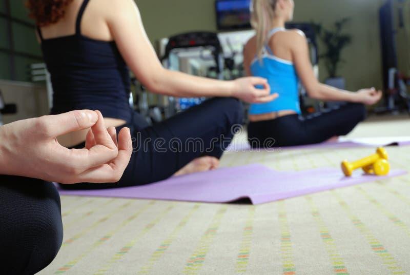 De oefening van de yoga stock foto's