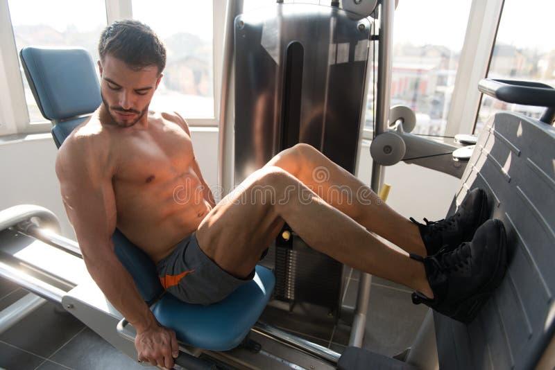 De Oefeningen van het trainingbeen in Gymnastiek stock afbeelding