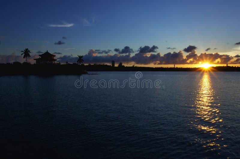 De oever bij zonsondergang is simplyâ⠂¬Â¦ Mooi royalty-vrije stock foto's