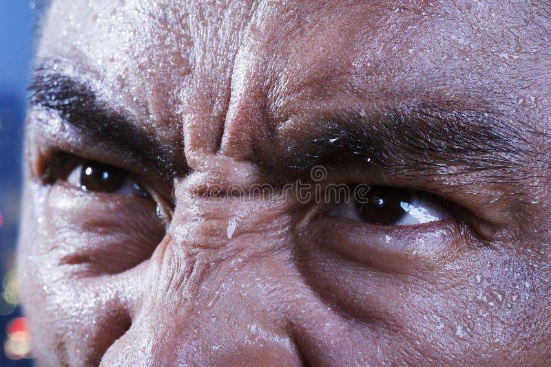 De ogen die van de atleet, close-up omhoog eruit zien royalty-vrije stock afbeeldingen
