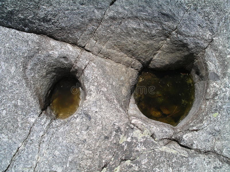 De ogen van het rotsmonster stock afbeeldingen