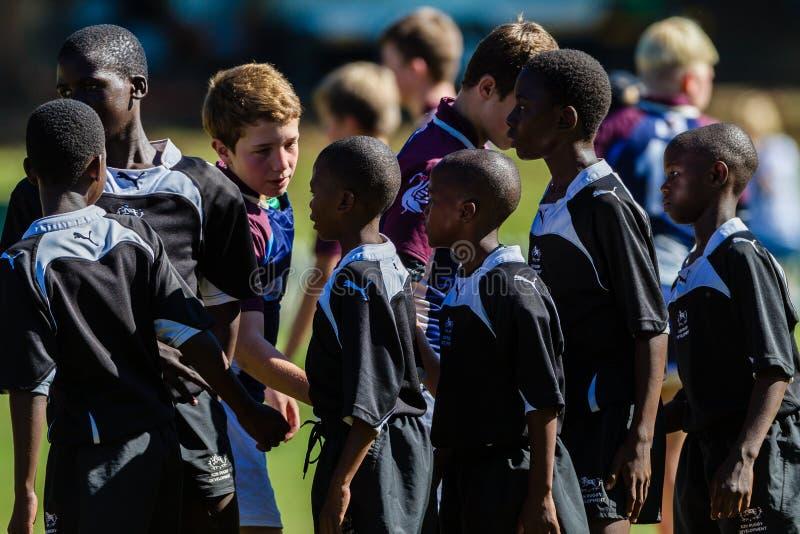 Het Spel Van Het Rugby Over Teams Hanshakes Redactionele Afbeelding