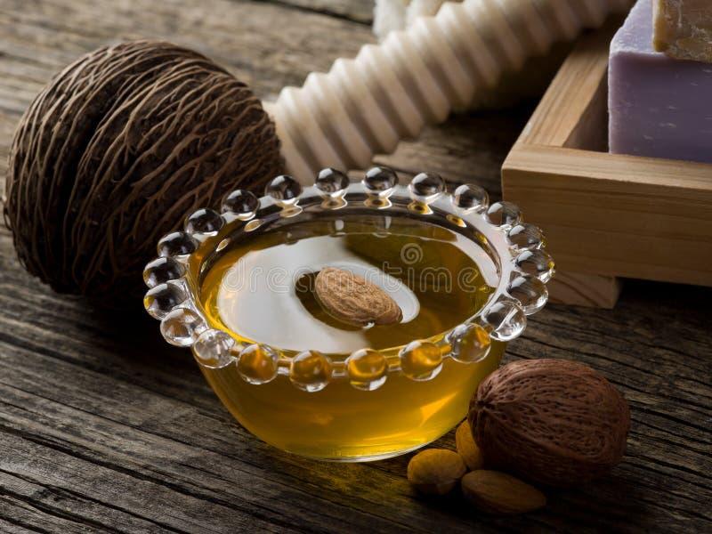 De olie van de amandel stock afbeeldingen