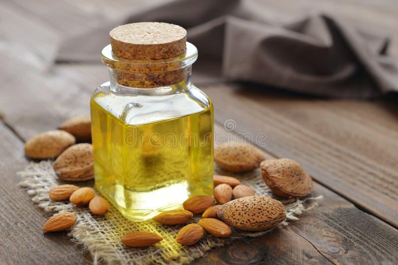 De olie van de amandel stock foto