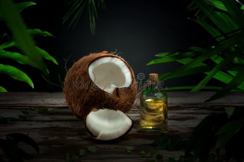 De olie van de kokosnoot stock foto