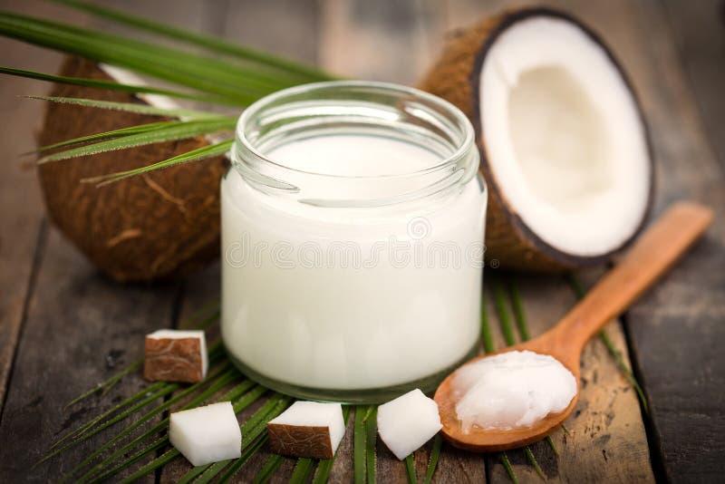 De olie van de kokosnoot stock fotografie
