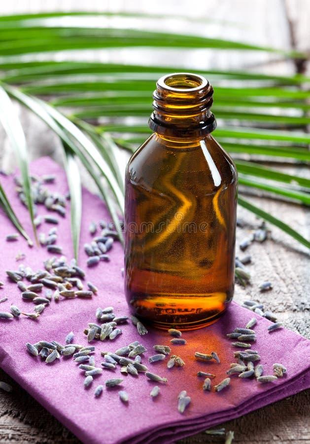 De olie van de lavendel stock fotografie