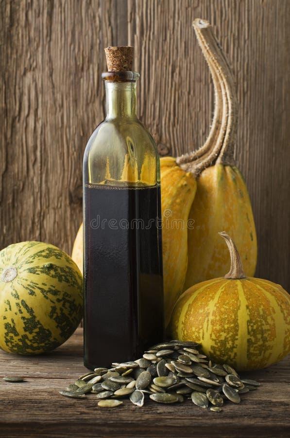 De olie van de pompoen stock foto's