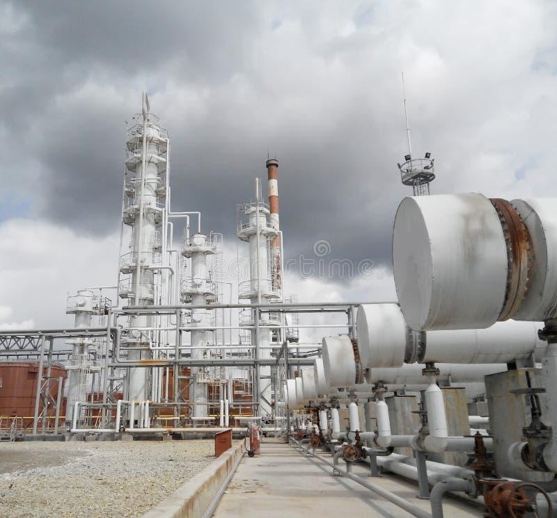 De olieraffinaderij royalty-vrije stock fotografie