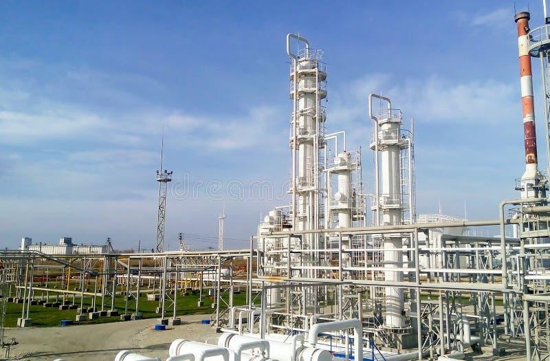 De olieraffinaderij stock fotografie
