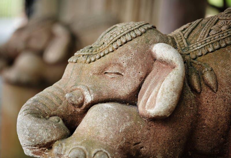 De olifantsstandbeeld van de steen royalty-vrije stock foto's